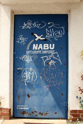 Rost und Sprühaktionen auf der Tür