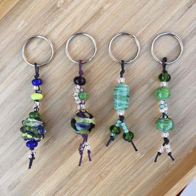 Schlüsselanhänger in blau und grün