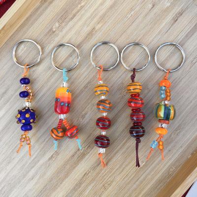 Schlüsselanhänger in blau orange rot