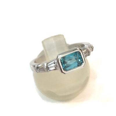ブルージルコンの指輪