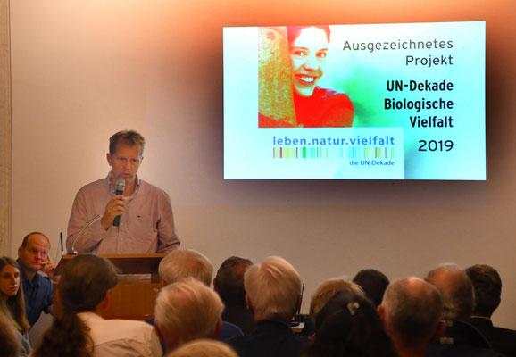 """Lehrer Jens Freitag hält Fachvortrag zum Thema """"Vogelschutz an Glasfassaden"""""""