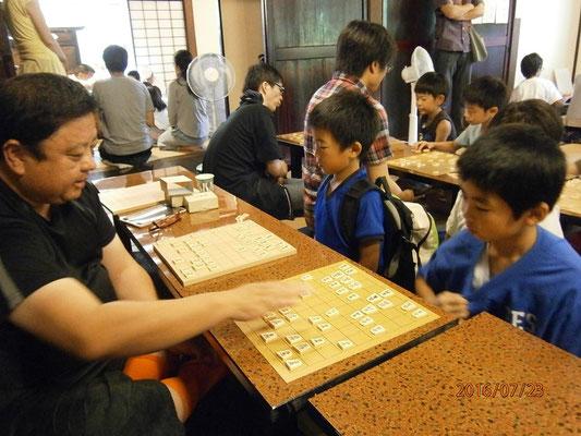 山梨将棋界の宴会部長 内藤先生。
