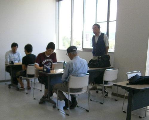 観戦していらっしゃるのは野沢北高校将棋部でずっとコーチをしていらっしゃるH先生。