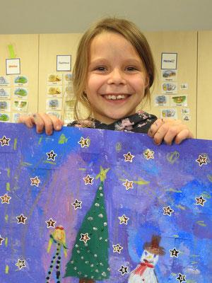 Stolz präsentiert sie ihren Adventskalender