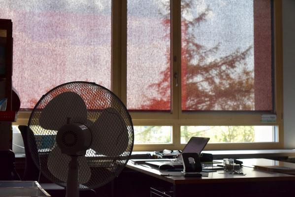 Neue Fenster dichten nun viel besser: Aber die Hitze in den Klassenzimmern ist nach wie vor fast nicht zum Aushalten.