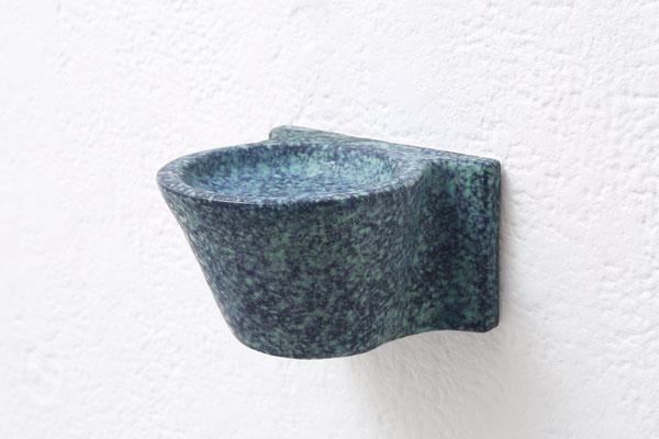 闇の(in the dark )/2017/W12×D12×H7㎝/陶土、釉薬(earthenware,glaze) photo by Takeru Koroda