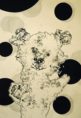 踊り続けるクマ 2014年 紙、インク、アクリル 36cm×25cm