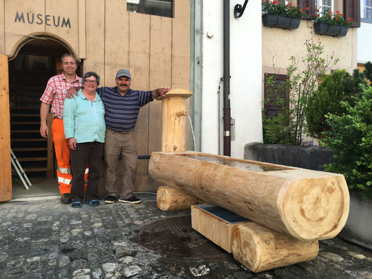 Der Brunnenbauer Sämi Oberholzer mit Ehefrau Elisabeth