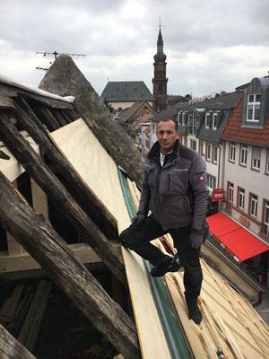 Der 300 Jahre alte Dachstuhl des Weinhauses wird ertüchtigt für die nächsten Jahrzehnte.