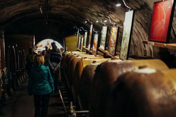 Kunstausstellung im Weinkeller WICK beim Olivenöl-Festival
