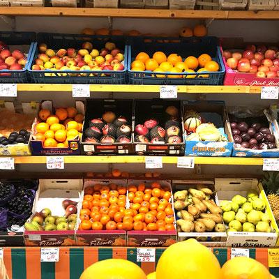 Obst und Gemüse in der Fußgängerzone Grünstadt