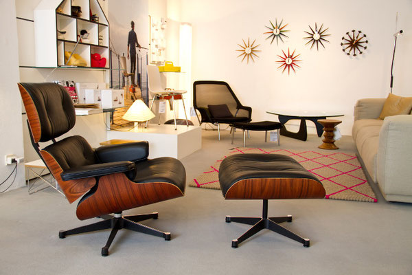 Eames Lounge Chair im der Fußgängerzone: beim Möbelhaus Huthmacher
