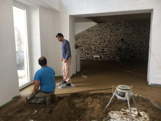 Neuer Boden im Seiten- und Hinterbau des Weinhauses