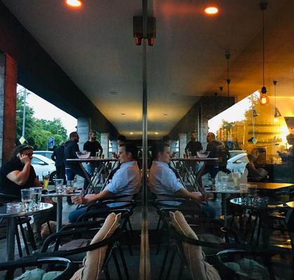 Am Rialto (Eiscafé/ Bar) kommt jeder dran vorbei. Ein inoffizielles Zentrum in Grünstadt, am Gymnasium und einer Haupt-Kreuzung gelegen.