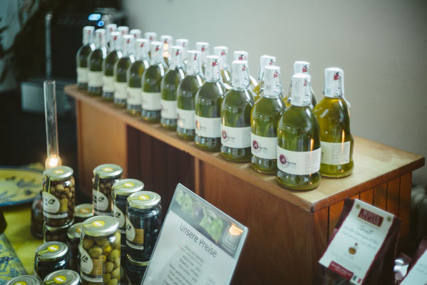 Frische Pressung in der ZAIT Olivenöl Factory