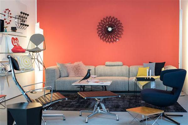 Falls Ihnen im Weinhaus Moser die Sitzgelegenheiten nicht reichen: Möbelhaus Huthmacher, 50m