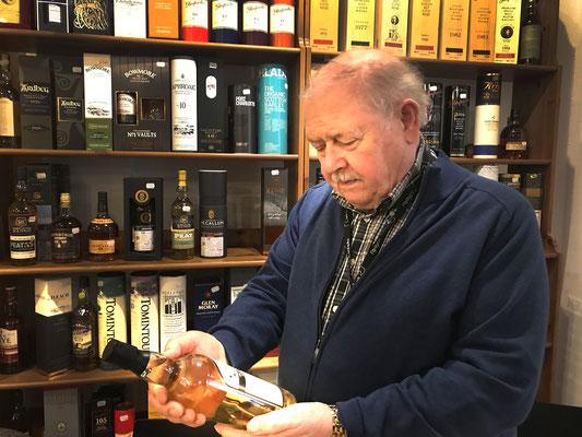 Herr Reichenecker hat Auswahl an edlem Whiskey