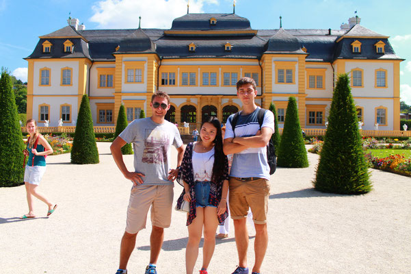 German Language Summer Course, Learn German in Würzburg, cultural programme, day trip to Veitshöchheim, international students in front of the Summer Residence