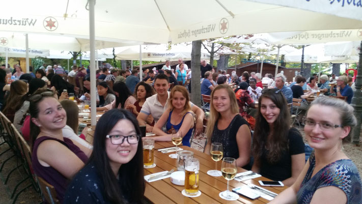 Learn German in Würzburg, leisure activities, farewell party, beergarden, group photo international students