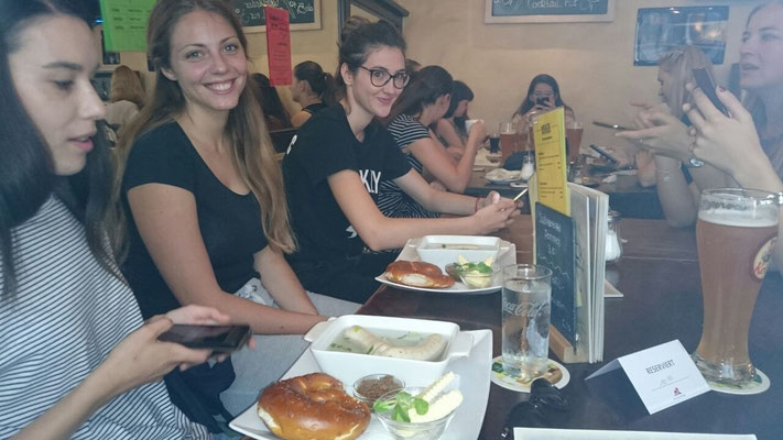 Learn German in Würzburg, leisure activity, traditional breakfast with sausage and beer, international students