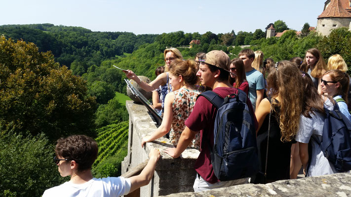 German Language Summer Course University of Würzburg, Learn German in Würzburg, cultural programme, day trip to Rothenburg ob der Tauber, guided city tour along the city walls,  group photo international students
