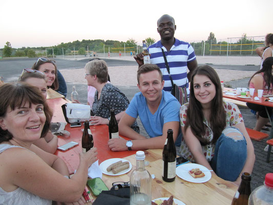 Learn German in Würzburg, leisure activities, barbecue, group photo international students with teacher