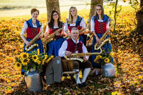 Saxophon: Gabi Weiß, Marion Bisle, Julia Fäustle, Julia Hack, Eduard Wohllaib