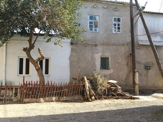 In Buchera ist das Holz gestapelt