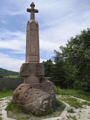 Hier beginnt der Nationalpark, mal sehr schön die georgischen Schriftzeichen
