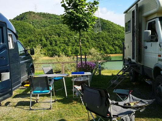 Auf dem Camping Tirana, ein nettes Plätzchen mit Seeblick