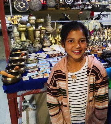 Die 8jährige Rosanna übt sich in englisch und im Verkauf, so toll