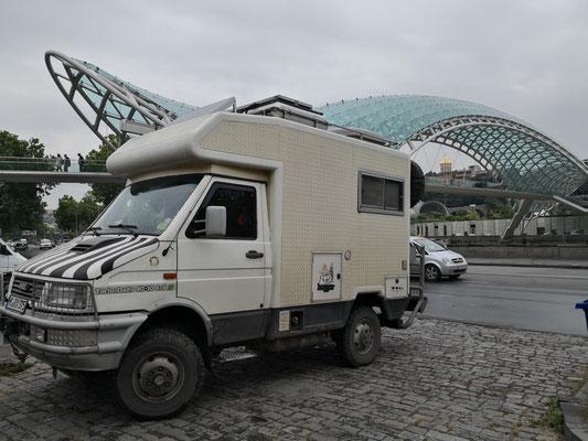 genialer Parkplatz bei der Friedensbrücke