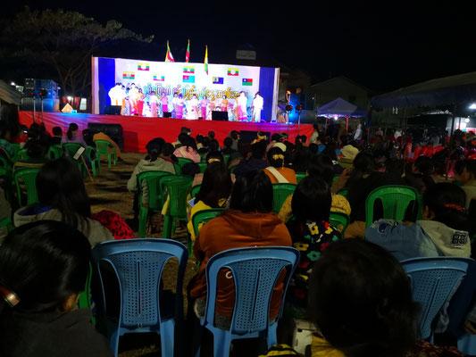 Bühnenshow auf dem Nachtmarktgelände