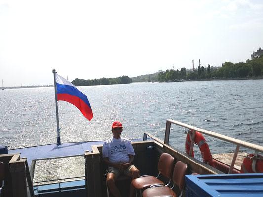 Eine Bootsfahrt, die ist