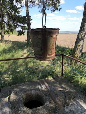 und hier der erste moldawische Brunnen den wir sehen auf freiem Feld