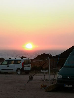Sonnenuntergang und heftiger Wind kommt auf