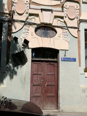 das vermeintliche Geburtshaus mit Tafel