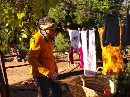 Jane beim Wäscheaufgängen