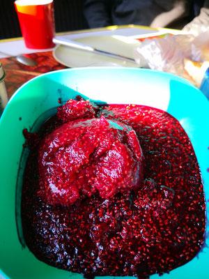 keine Gläser mehr für die gekochte Marmelade, dann also aufnaschen