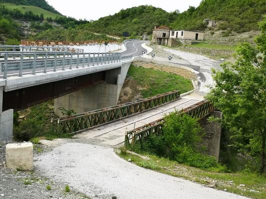 Alte und neue Brücke nach Permet