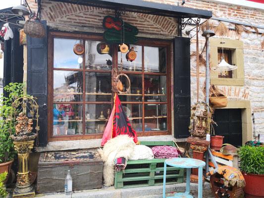 Eins der wenigen Geschäfte im Alten Bazar