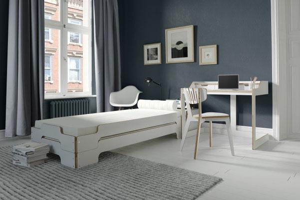 Müller Möbelwerkstätten Stappeliege von Rolf Heide Designklassiker Multiplexkante Stapelbar