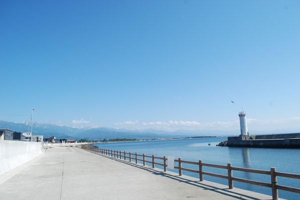 歩いて1分で富山湾