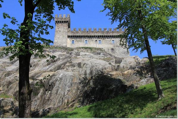 Sasso Corbaro, das höchstgelegene der drei Schlösser.