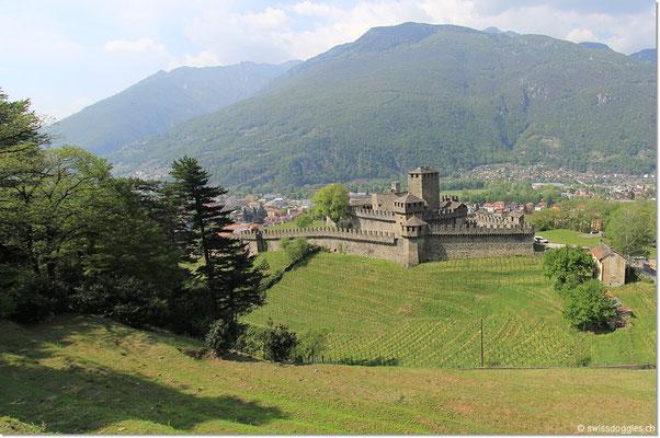Montebello ist zwischen Sasso Corbaro und Castelgrande gelegen