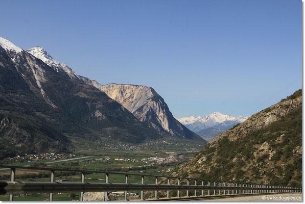 Nach dem Autoverland Kandersteg - Goppenstein fahren wir hinunter ins Wallis nach Visp und Brig,