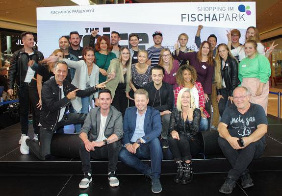 Die TeilnehmerInner der 2. Pre-Selection mit der Jury, dem Moderator und Fischapark Centerleiter Hr. Christian Stagl
