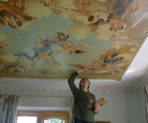 Процесс росписи потолка