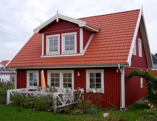 Referenz Berg-Schwedenhaus Modell Nordkap 110 mit Dachgaube und Terrasse