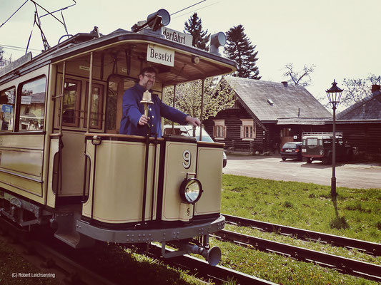 Historischer Lindner Motorwagen in der Russischen Kolonie